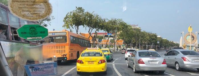Pom Maha Kan Intersection is one of В дорогу 3.