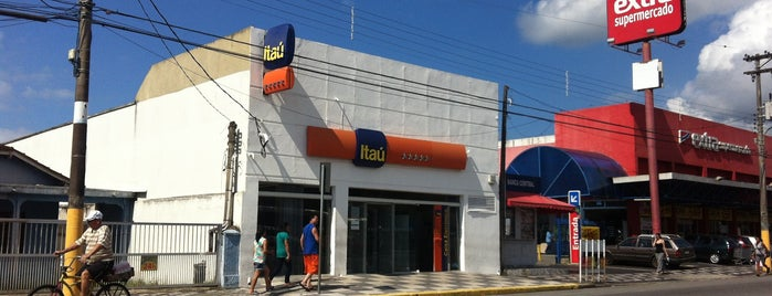Banco Itau is one of Top 10 dinner spots in Peruíbe.