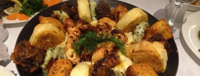 Moshonis Balıkçısı İsmail Chef is one of İstanbul Meyhaneleri.