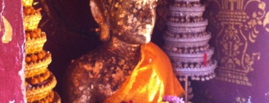 พระเจ้าทันใจ วัดพระธาตุช่อแฮ is one of Holy Places in Thailand that I've checked in!!.