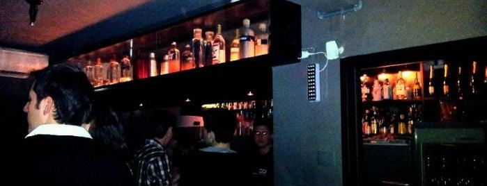 Jivago Social Club is one of Bares.