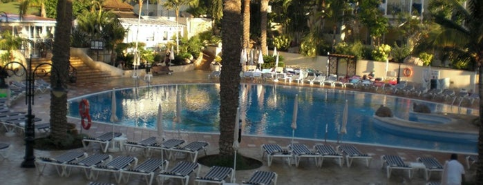 Oasis Golf Resort Hotel Tenerife is one of Hoteles.