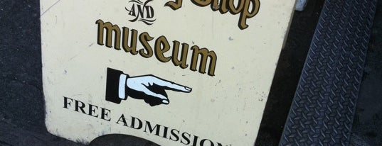 Ye Olde Curiosity Shop is one of Must-have Experiences in Seattle.
