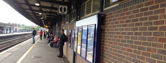 Didcot Parkway Railway Station (DID) is one of Summer in London/été à Londres.