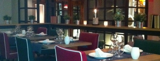 Café Dei Poeti is one of Dulces.