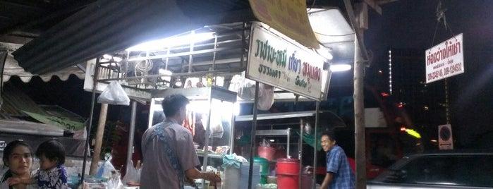ราชาบะหมี่ เกี้ยว หมูแดง is one of Bangkok.