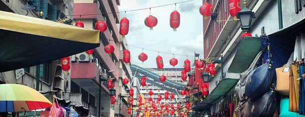 Petaling Street (Chinatown) is one of Yeh's Fav Pasar Malam ^o^.