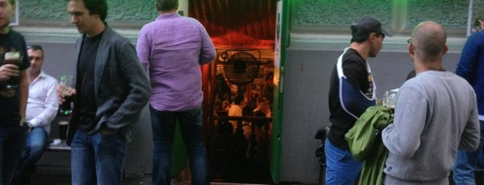 Silver's Irish Pub is one of Попить пива.
