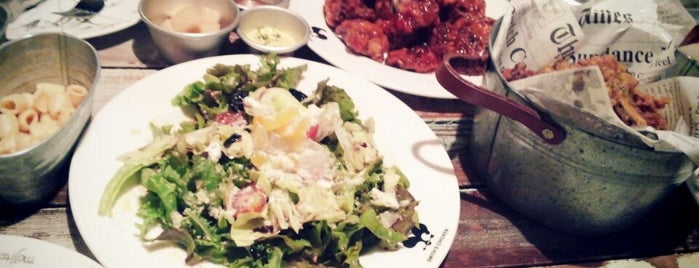 Smith's Chicken is one of 대구 Daegu 맛집.
