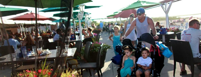 Singletons Seafood Shack is one of Favorite Outdoor Dining Places.