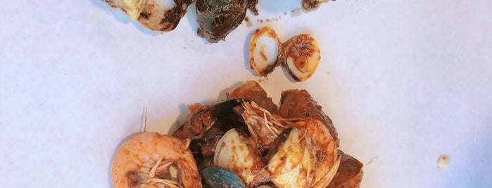 Crackin' Kitchen is one of The 15 Best Places for a Crab in Honolulu.