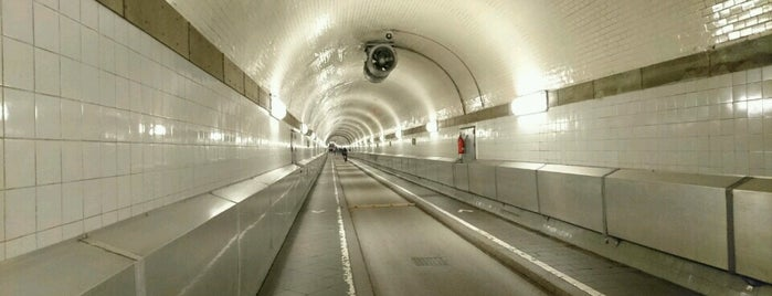 Alter Elbtunnel is one of Alles in Hamburg.