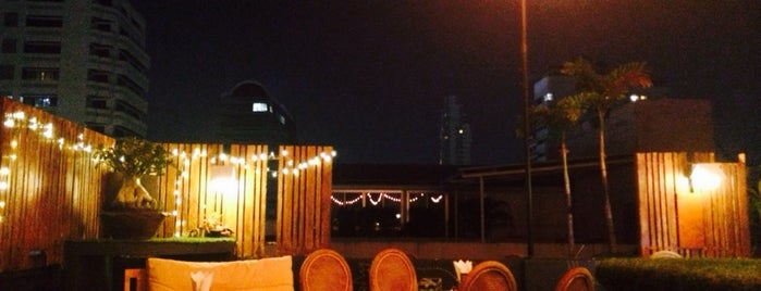 Wanderlust Roof Top is one of Eat eat eat till out of borders :/.