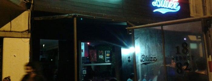 Bluzz Bar is one of río de la plata.