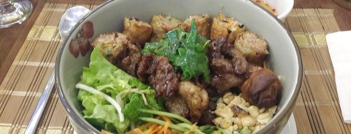 Miss Saigon is one of Restaurantes no centro (ou quase).