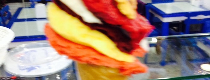 Bitez Dondurma & Waffle is one of İstanbul'un Enfes 100 Dondurmacısı.