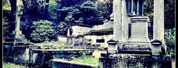Nunhead Cemetery is one of London // Outdoors.