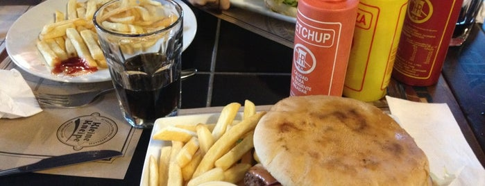 Kleine Kneipe is one of Sandwicherias de Santiago.