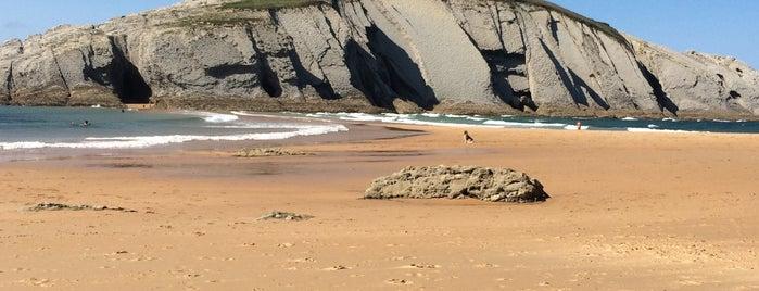 Playa de Covachos is one of Guía de Cantabria.