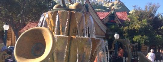 Disneyland Park is one of Paranormal Traveler.