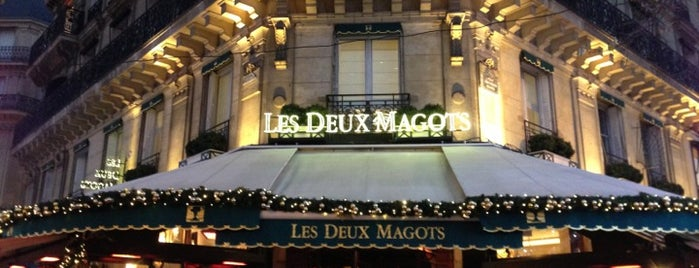 Les Deux Magots is one of Gezgin geyikler yemekte.
