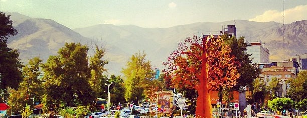 Tajrish Square is one of جاهایی که دوس دارم.