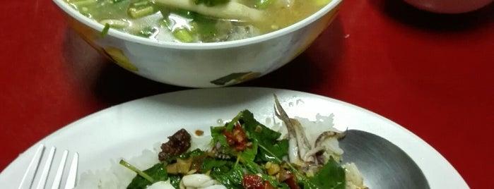 ข้าวต้มปลาชลบุรี is one of ของกินริมถนน อ.เมือง โคราช - Korat Hawker Food.