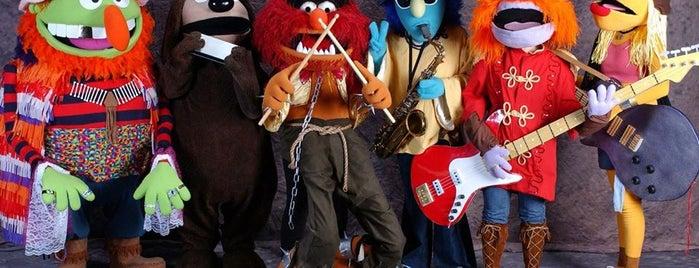 B & Muppet is one of Özledikçe gideyim - İzmir.
