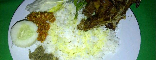 "Nasi Bebek Bumbu Ijo ""Mbahe Nesa"" is one of Guide to Mataram's best spots."