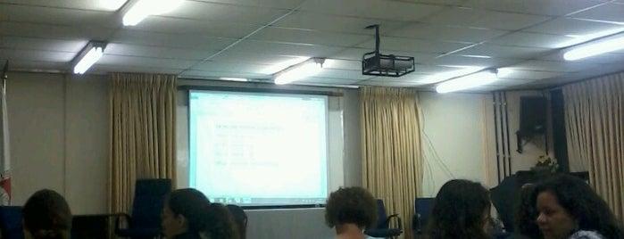 Auditório Luiz Pompeu - Faculdade de Educação / FaE - UFMG is one of Campus.