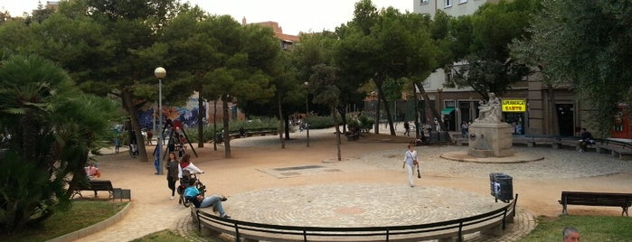 Plaça de Sants is one of Lista Cris B..