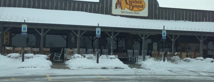 Cracker Barrel Old Country Store is one of Lincoln 1.