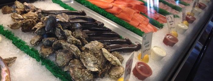 El Pescador Fish Market is one of ESSDEE.