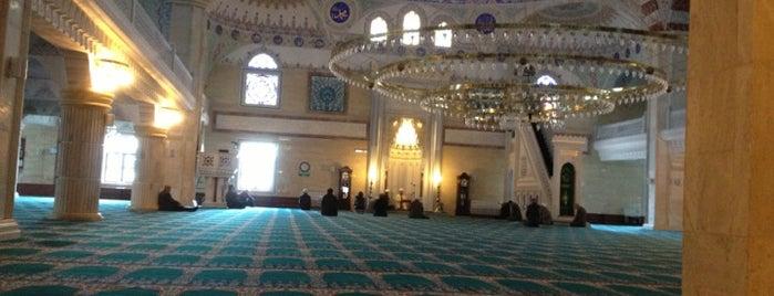 Fatih Sultan Mehmet Camii is one of İstanbul.