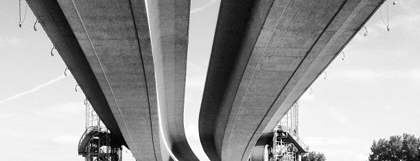 Wabasha Street Bridge is one of Minneapolis and St.Paul Restaurants & Bars.