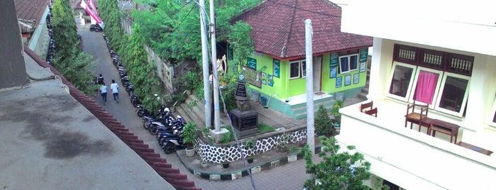 SMAN 8 Denpasar is one of SMA/SMK Denpasar.