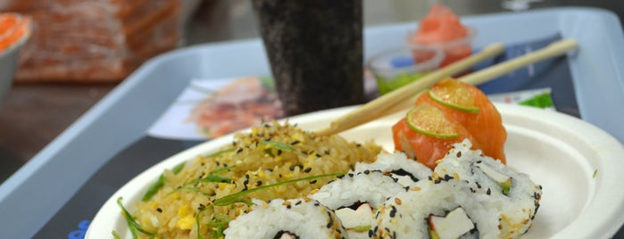 Sushi Blues Express is one of Pubs, Bares y Restaurantes.