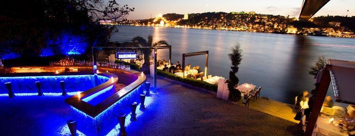 Lacivert Restaurant is one of İstanbul'da En İyi 50 Restoran.