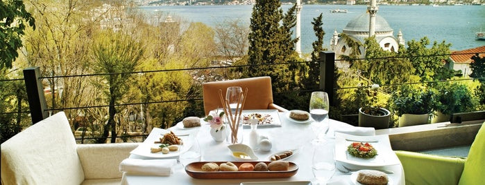 Topaz Restaurant is one of İstanbul'da En İyi 50 Restoran.