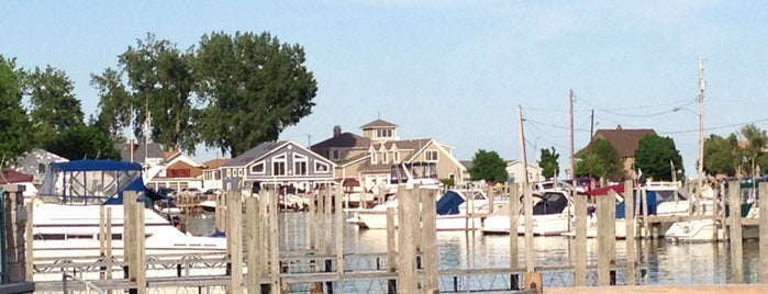 Beach Street Bar &Grille is one of Lakeside-Marblehead.