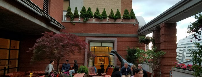 Hotel Giraffe Roof Deck & Garden is one of USA NYC Must Do.