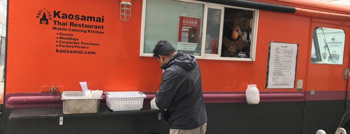 Kaosamai Thai at Ducky's is one of SLU Food Trucks.