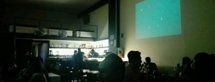 Karaoke Pazzia is one of Antros,bares.