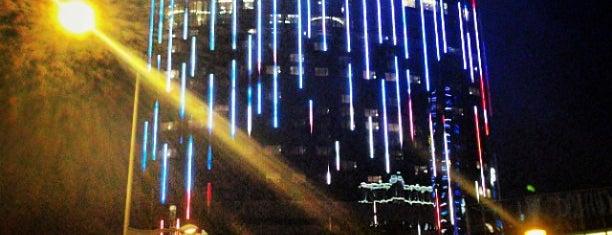 Crown Towers Macau 皇冠度假酒店 is one of Incredible Pools.
