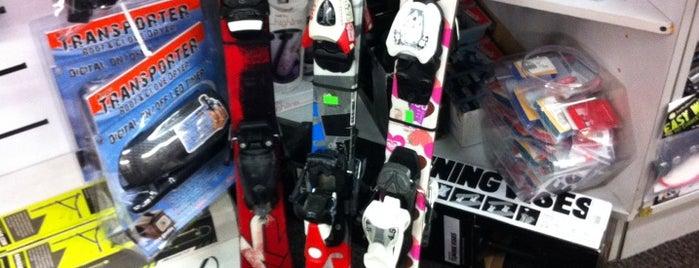 Pedigree Ski Shop is one of SNOWBOARD SHOPS.
