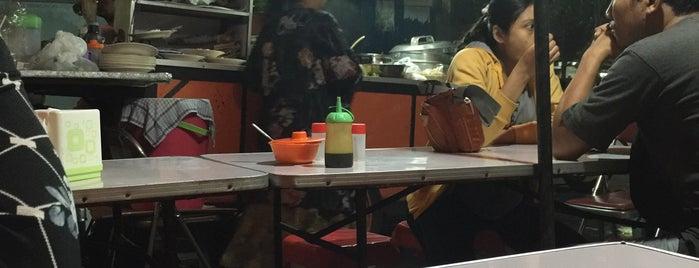 Sate & Gule Kambing Kantor Pos Pucang is one of Kuliner Wajib @Surabaya.