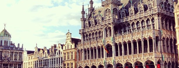 Grand Place is one of Extérieur.