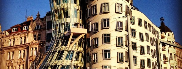 Dancing House is one of Prag.