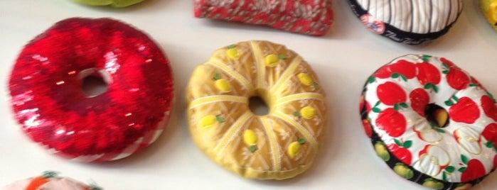 Doughnut Plant is one of Manhattan Essentials.