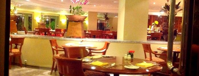 Seasons Café is one of Cafe @Jakarta.
